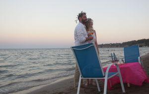 Tengerparti szimbolikus esküvő bársonyhomokos parton: Star Beach Makrygialos Görögország